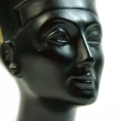 Exaggerated the beauty of Nefertiti?