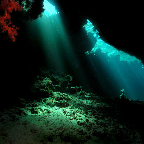 Japanese Underwater Pyramids dating back to 8000 B.C.
