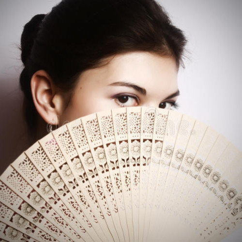 The Magical Properties of the Hand Fan that Every Woman has to Know