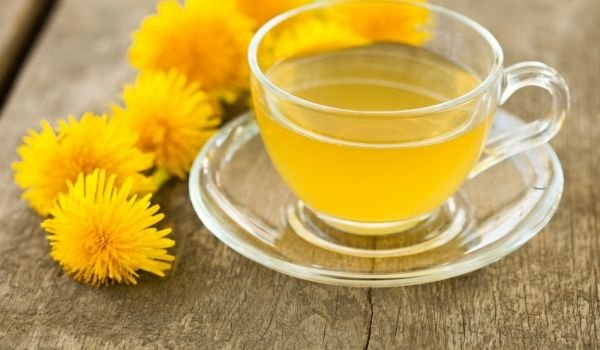 Dandelion tea with honey