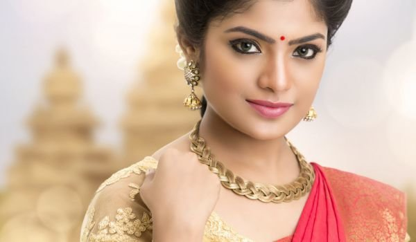 Why Do Indian Women Wear a Red Dot Between their Eyebrows?